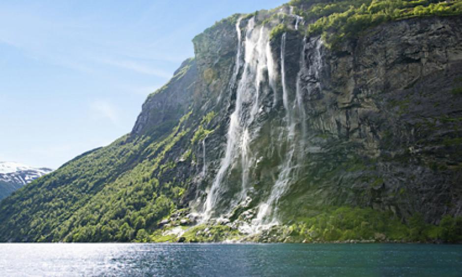 Geiranger - Smukt vandfald på bjergside