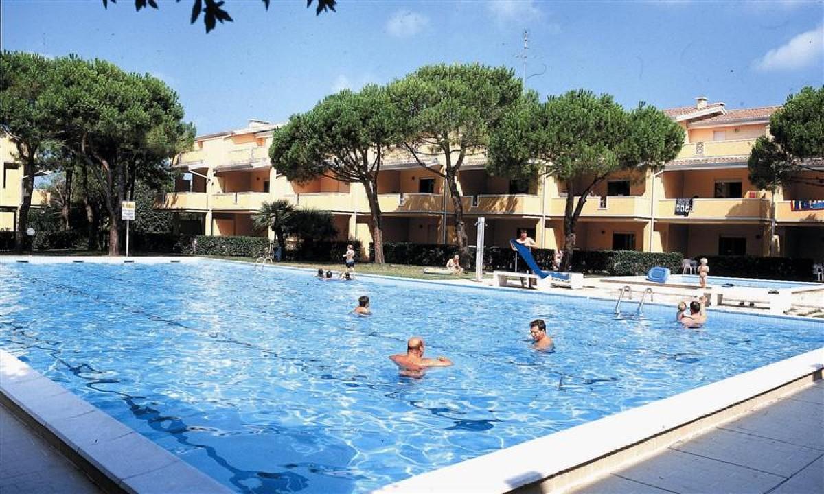 Badegæster i pool på  Villaggio Selene