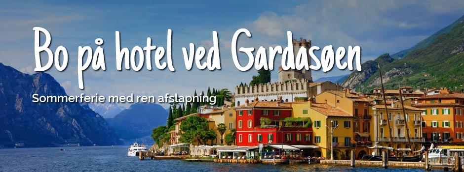 Flotte bygninger med udsigt til Gardasøen og bjerge