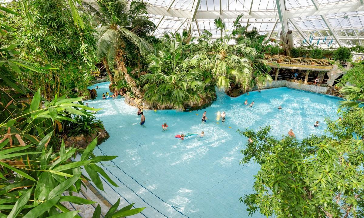 Badeland i dome med pool