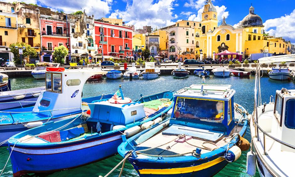 Savona - Både ligger til kaj i havnen