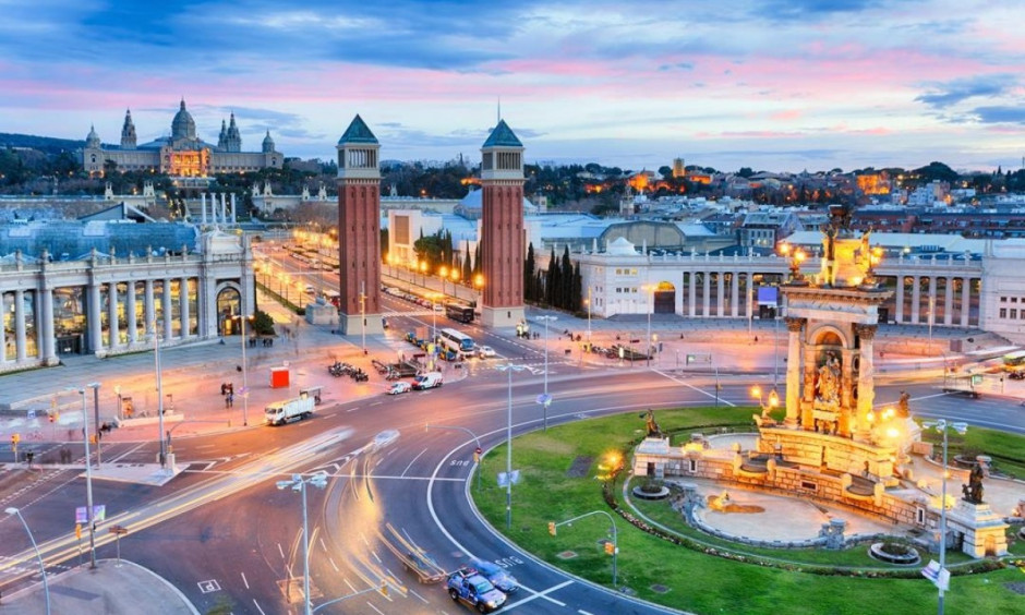 Barcelona - Byens varetegn set ved daggry