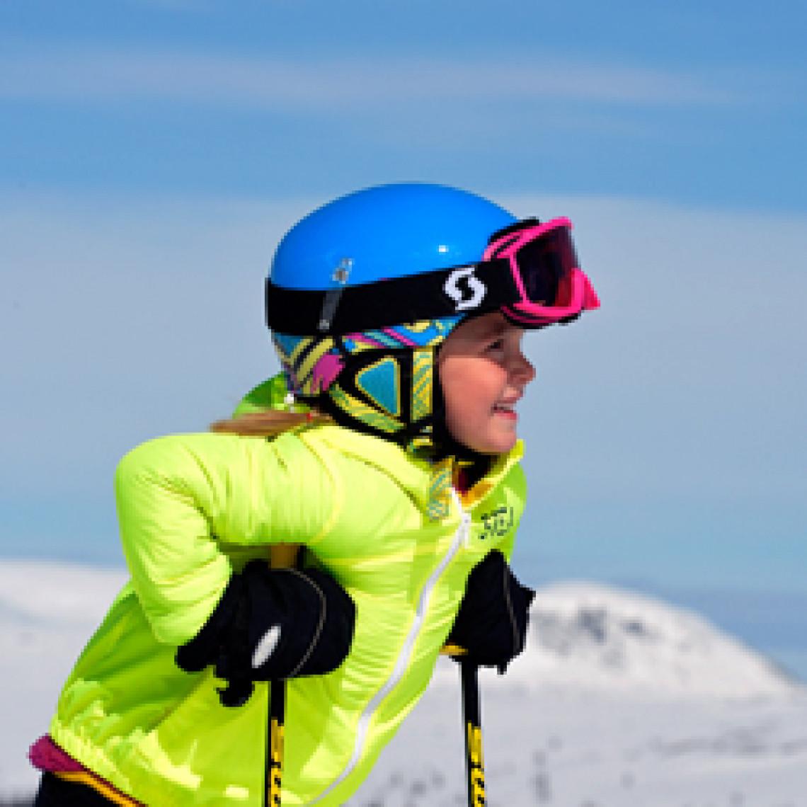 Pige på ski