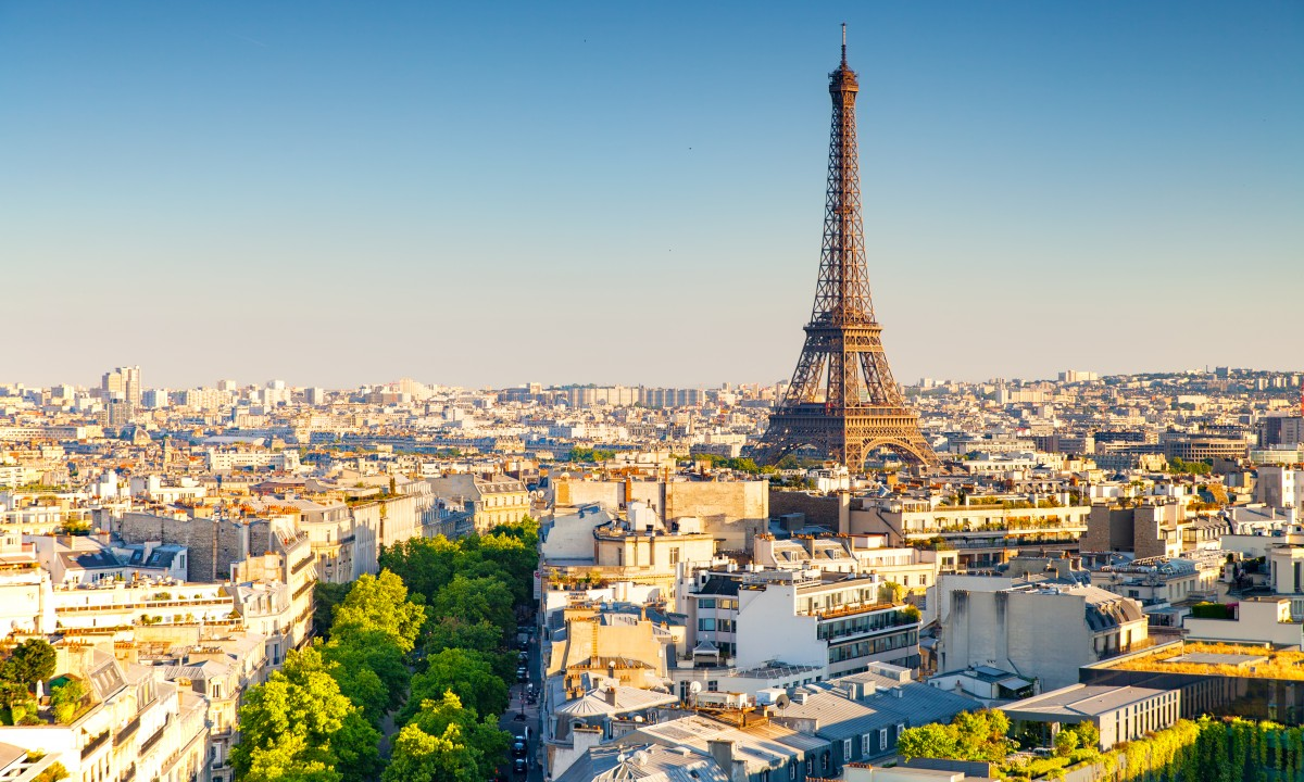 Overblik over Paris med Eiffeltaarnet