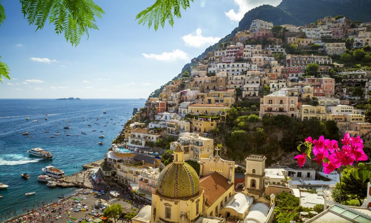 Positano paa Amalfikysten i Italien