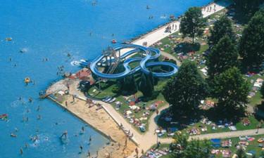 Strand, pool og vandsport til vandhundene