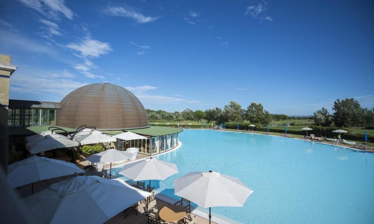Laekkert poolomraade paa Cosmopolitan Resort