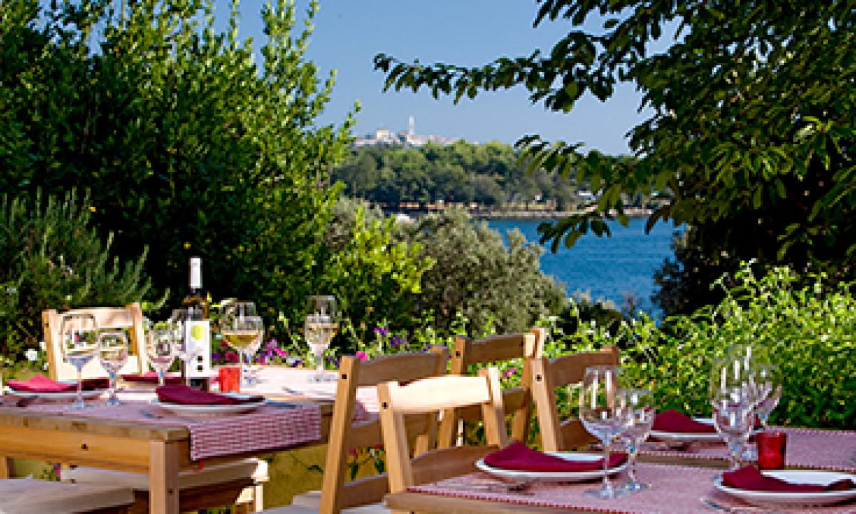 Restaurant paa Padova med udsigt over havet