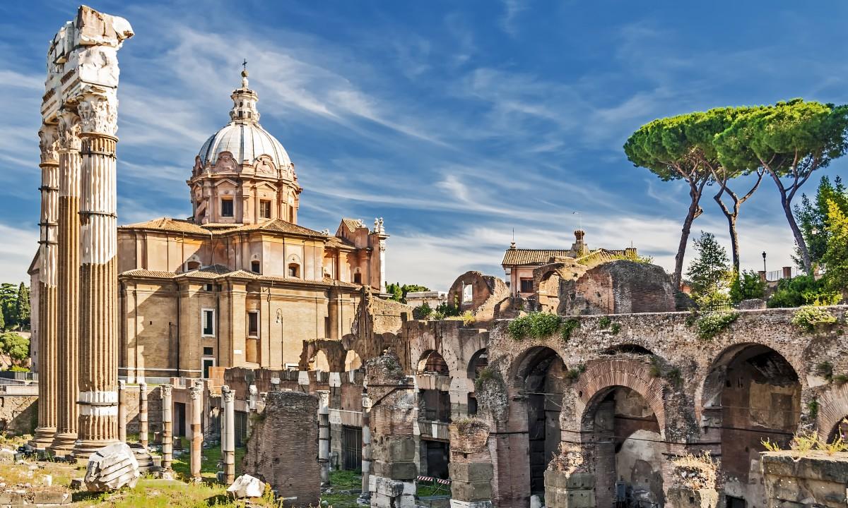 Ruiner i den gamle by i Rom, Italien