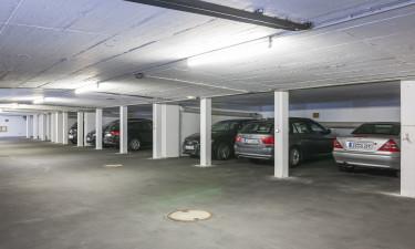 Bestil garage-plads hjemmefra, men betal når I kommer frem
