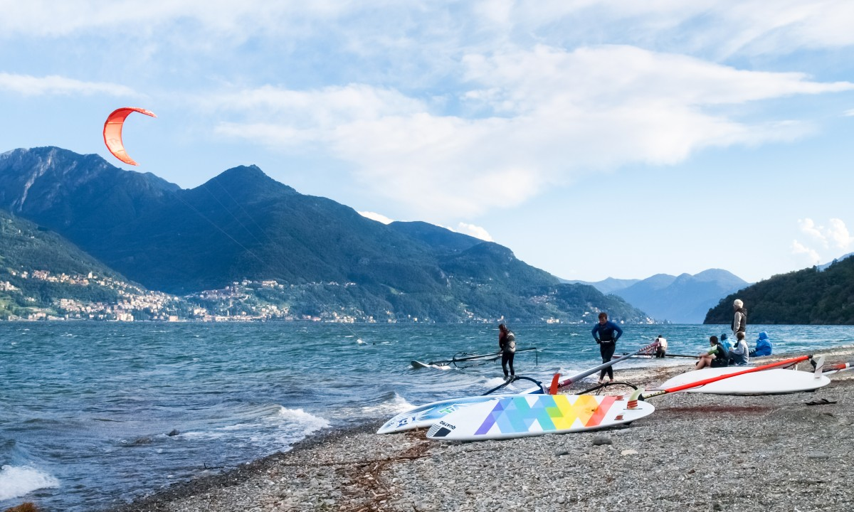 Windsurfing paa Comosoeen, Italien