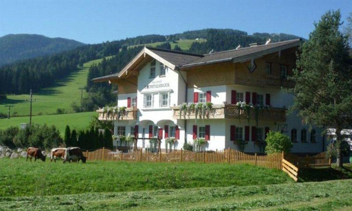 Dachsteinblick - Udsigt til ferielejlighederne på en sommerdag