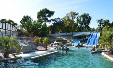 Med både pool og strand