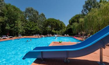 Skønne poolområder med plads til leg og afslapning
