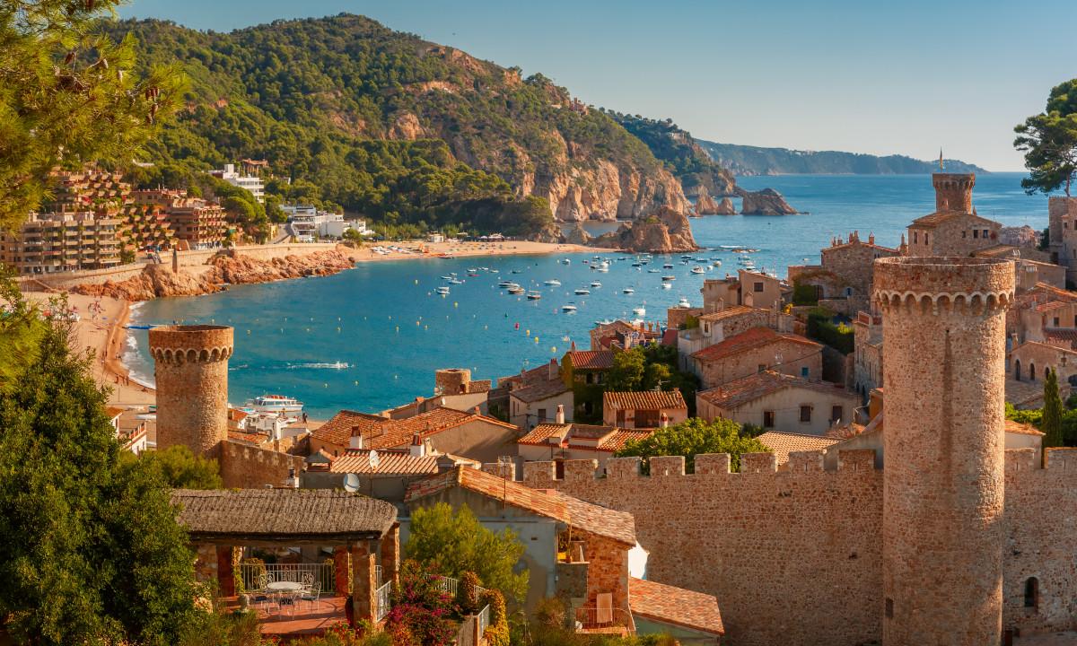 Tossa de Mar - Udsigt udover den gamle bydel og stranden