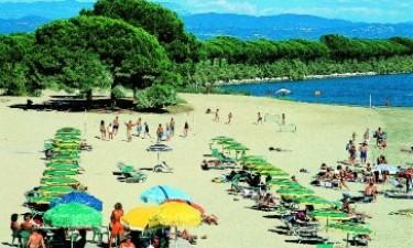 Stort poolområde og direkte adgang til smuk sandstrand