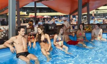 Hotel Well - Bar i poolen
