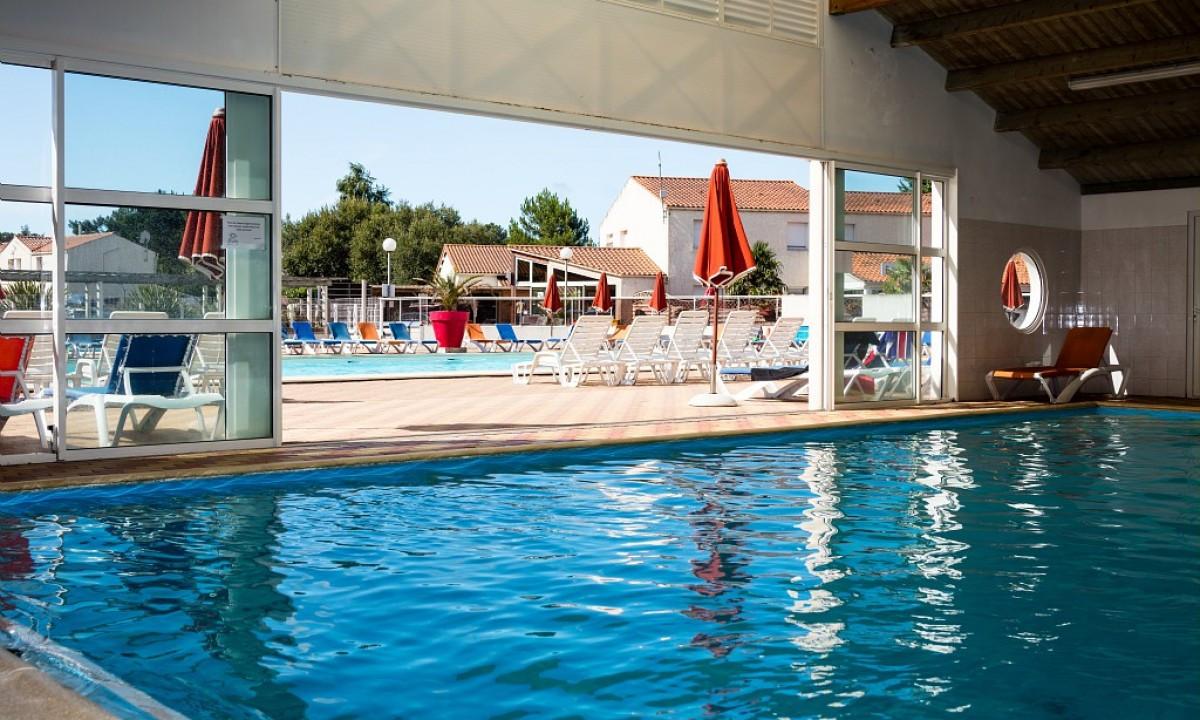 Poolområde og indendørs pool