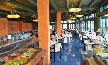Restaurant paa Hotel La Limonaia ved Gardasoeen, Italien