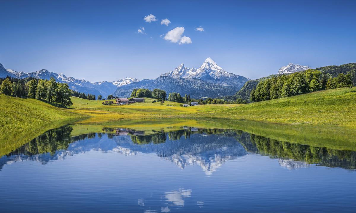 Schweiz - Landskab med spejlblank soe og bjerge