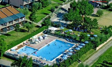 Skøn swimmingpool og sjove sportsaktiviteter