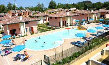 Airone Bianco - Poolområde ved ferielejlighederne