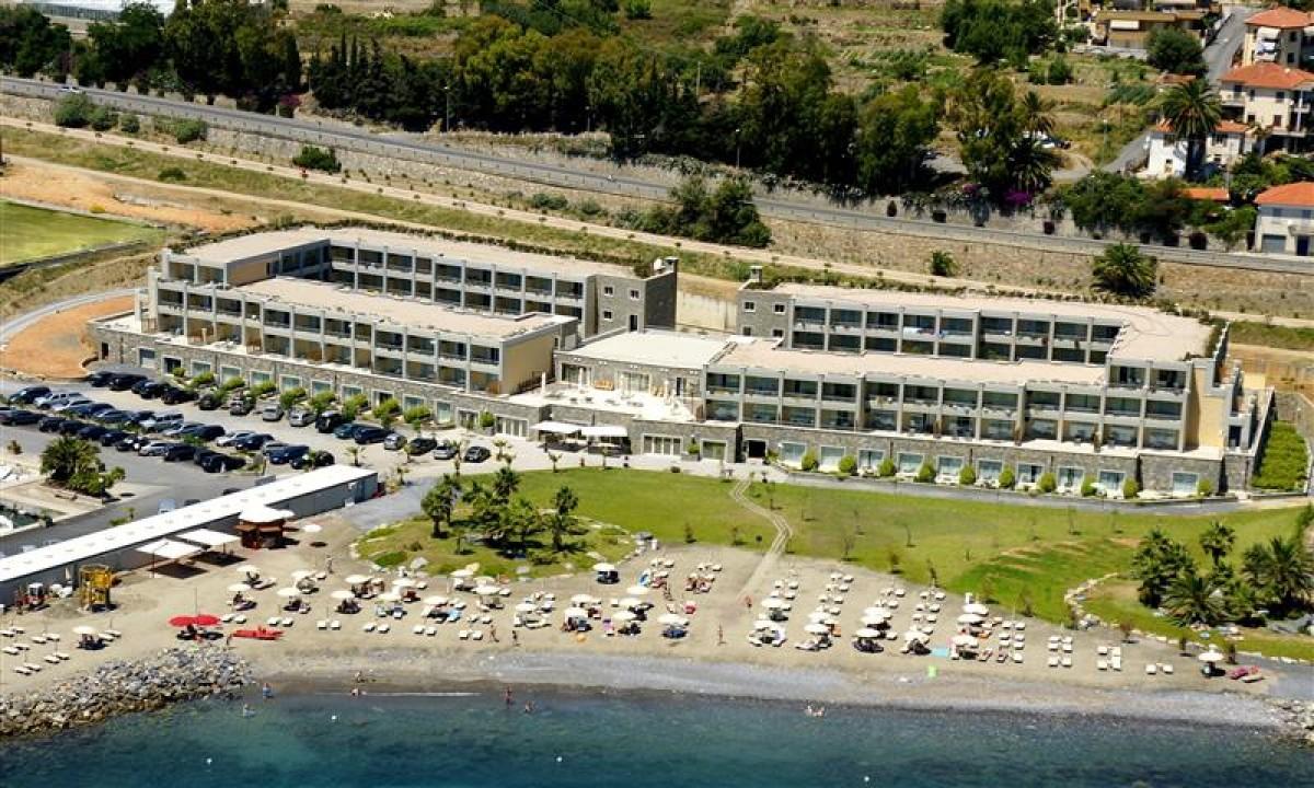 Luftfoto af Marina dehlig Aregais og privat strand