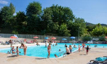 Rummeligt poolområde på Camping La Garenne