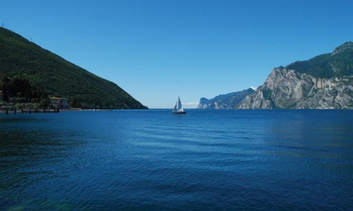 Gardasøen - Udsigt over badesøen