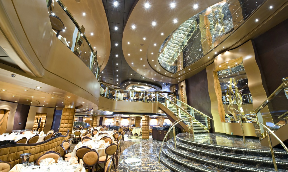 Restaurant og hall på MSC Splendida