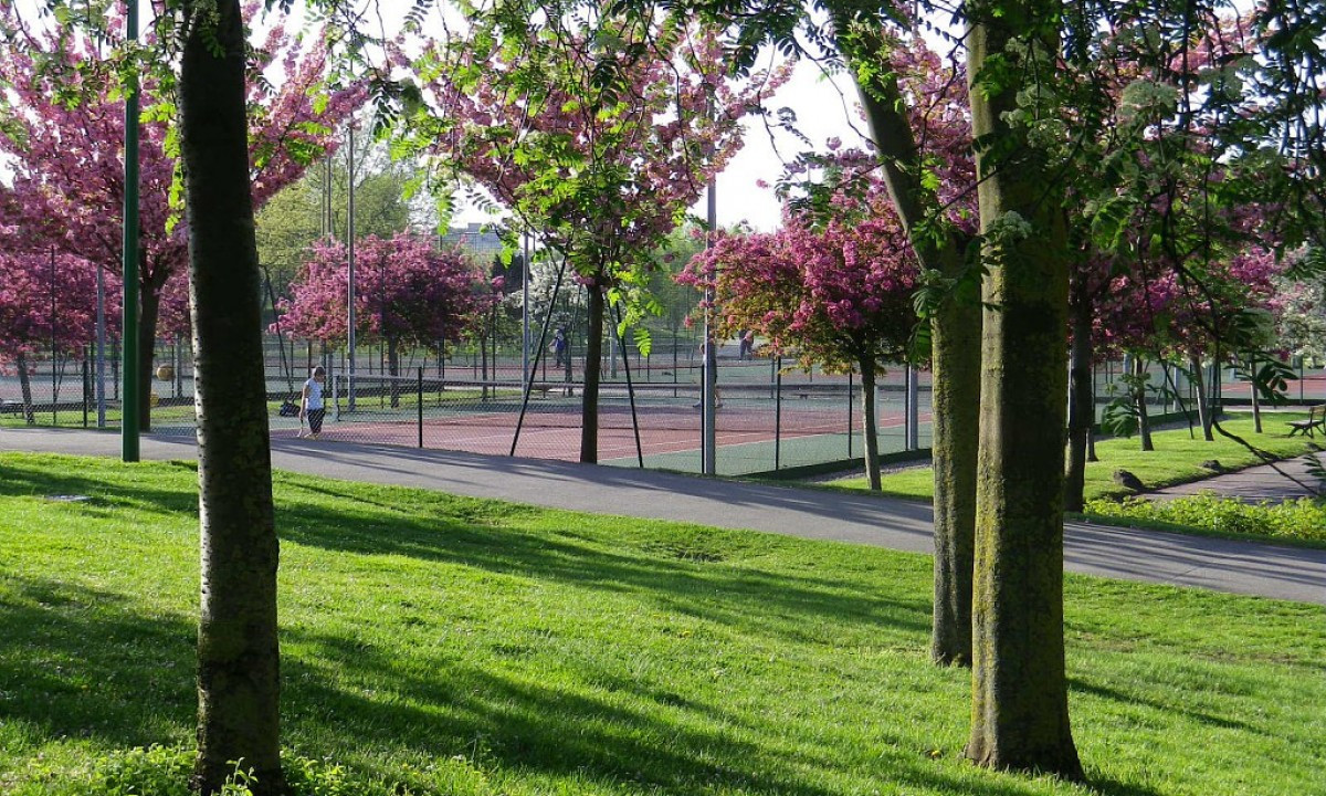 Tennisbane i parken