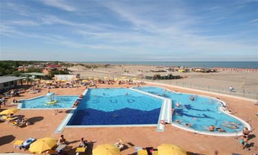 2 store swimmingpools og direkte adgang til smuk sandstrand