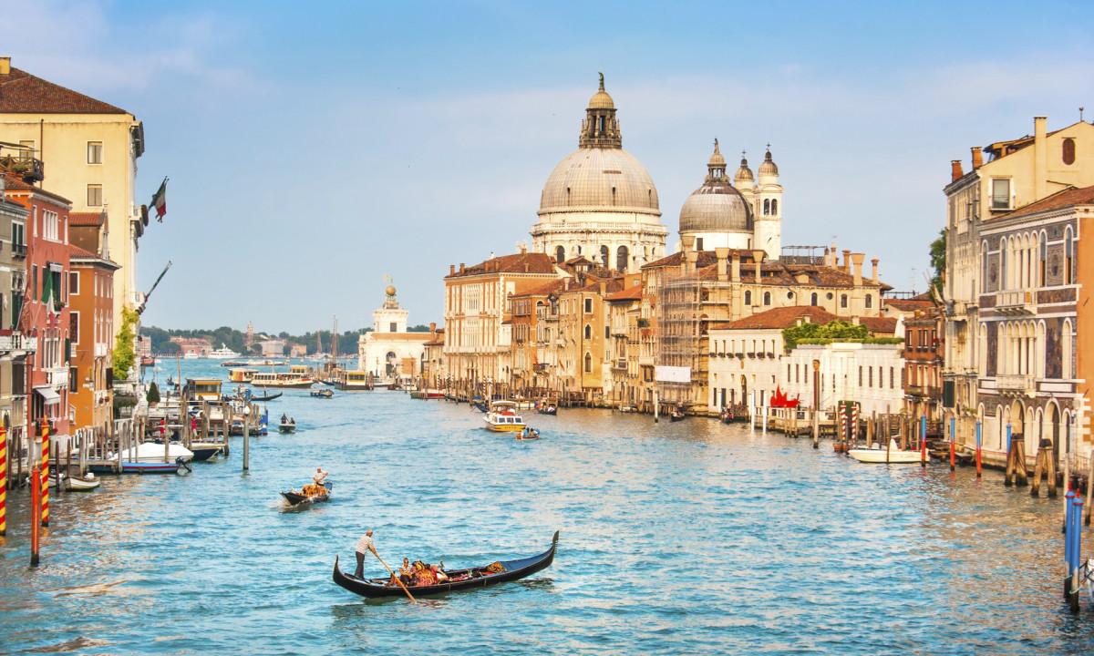 Venedig i Italien - Kanaler og gondoler