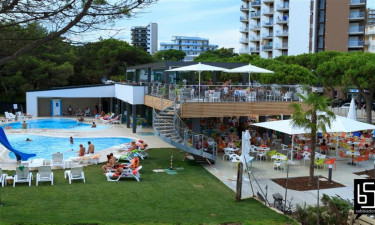 Campingpladsens restaurant og pool