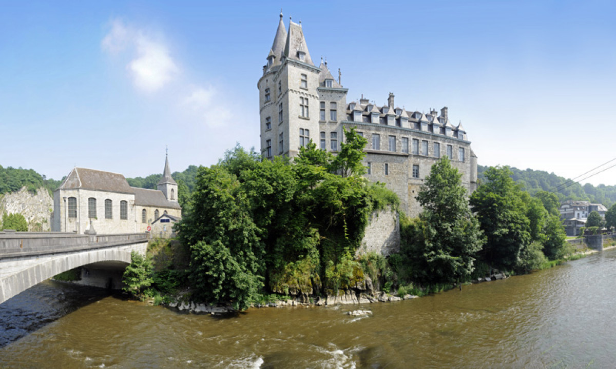 Slot i Durbuy i Ardennerne i Belgien