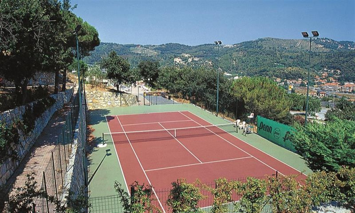 Tennisbane på feriestedet