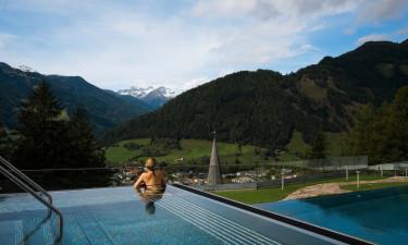 Både inden- og udendørs pool