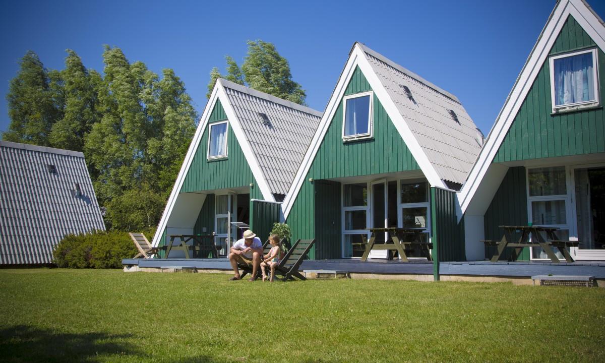 Lalandia - Feriehuse med grøn græsplæne