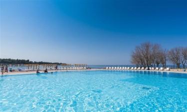 Skønt poolområde og fantastisk strand