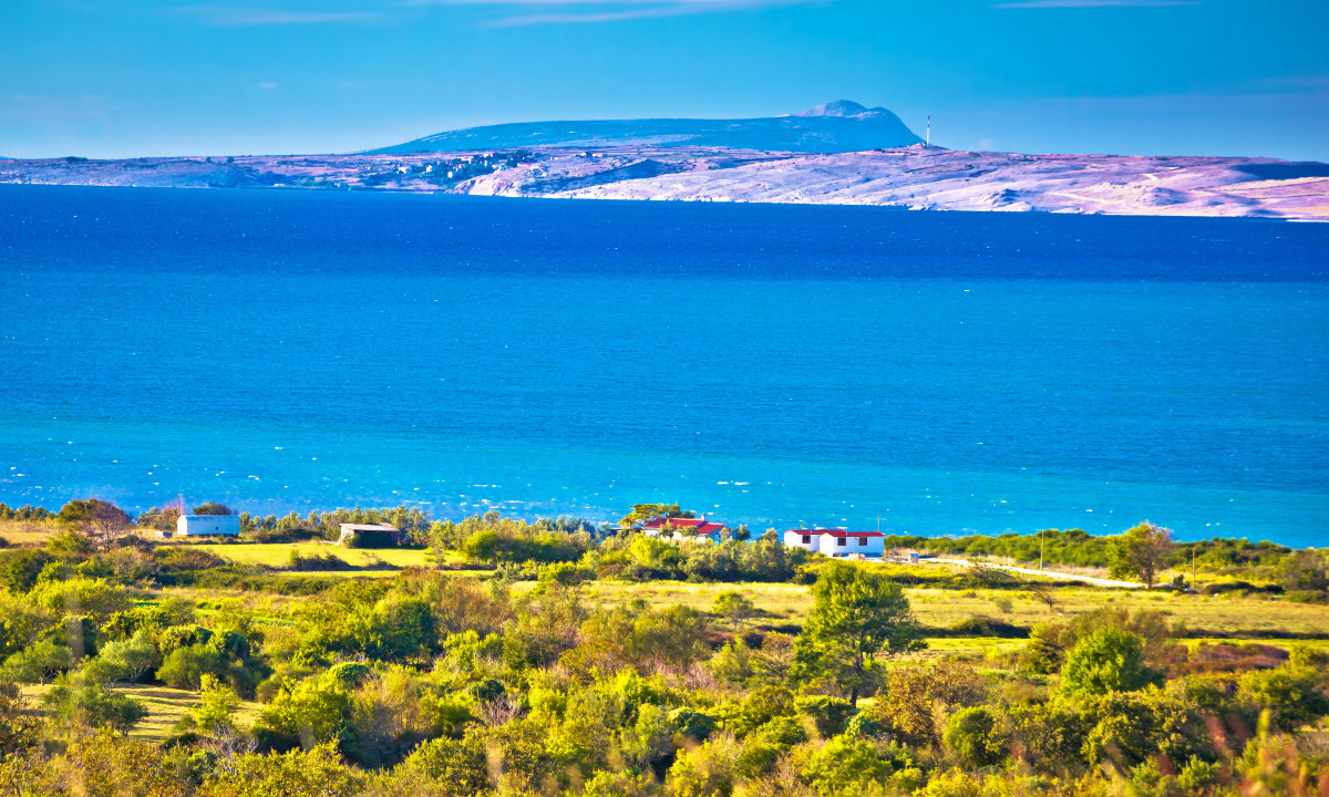 Klipper, landskab og hav ved Oeen Pag