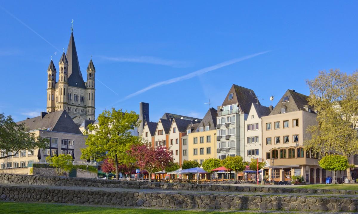 Den hyggelige by Koeln - Små huse og kirke