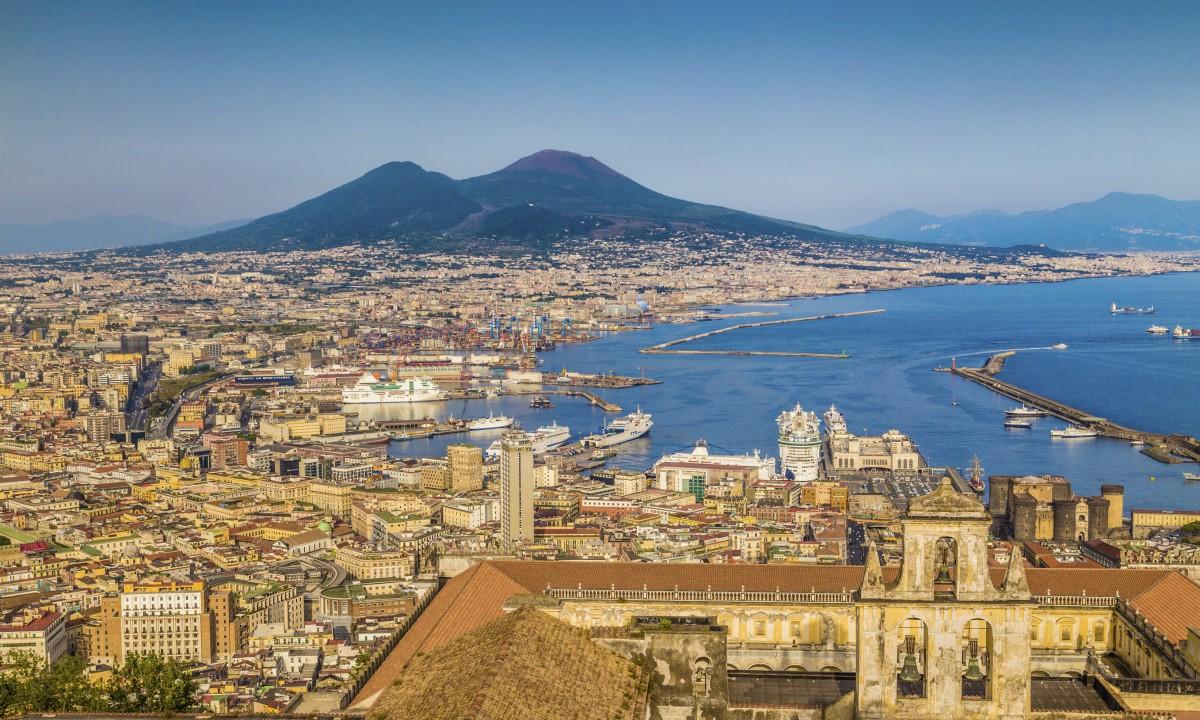 Oversigt over Napoli i Italien