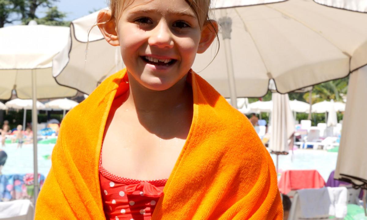 Viola med orange håndklæde
