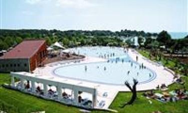 2 swimmingpools og beliggenhed ud til Adriaterhavet