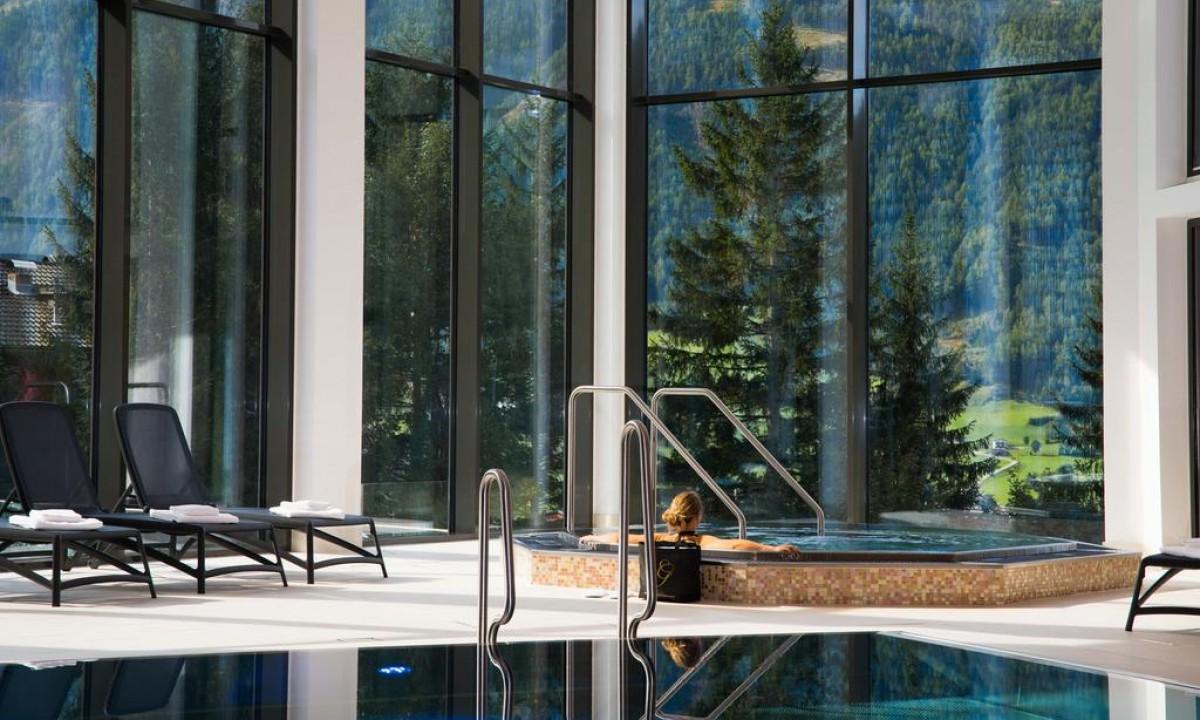 Hotel Goldried i Oestrig - Indendoers swimmingpool og jacuzzi