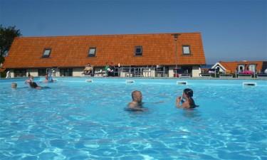 Stor pool og lige ved havet