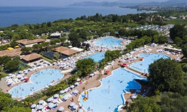 Kæmpe poolområde og Gardasøen i gåafstand