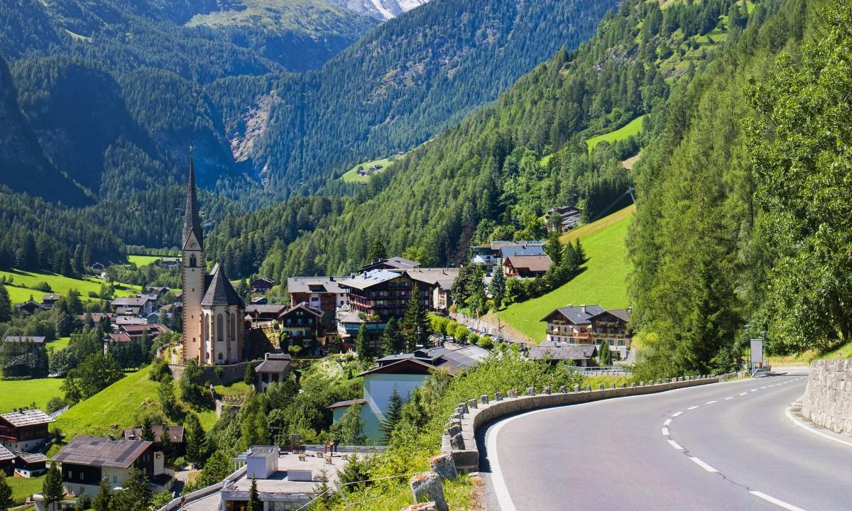 Tyrol i Oestrig - Udsigt over landsby