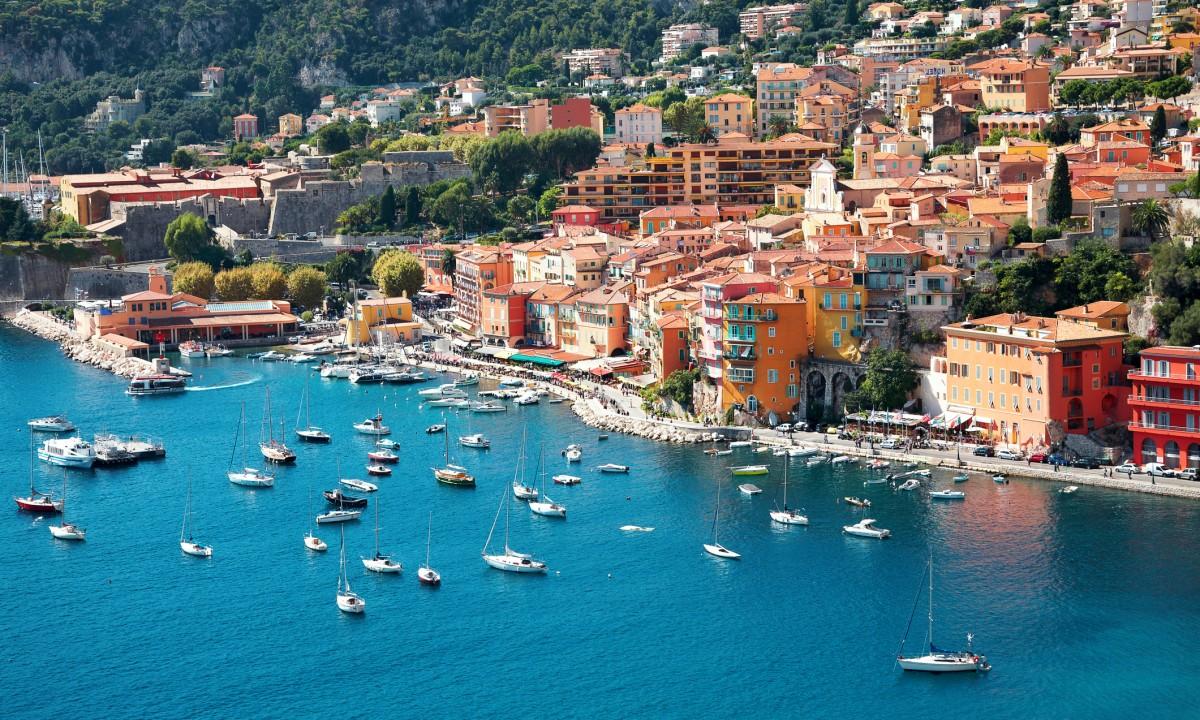 Den smukke kyst ved den Franske Riviera