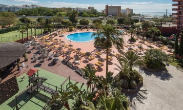 Dejligt poolomraade paa Fuengirola Beach Apartementos